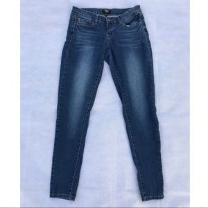 Skinny Jean with Beach Rinse Front
